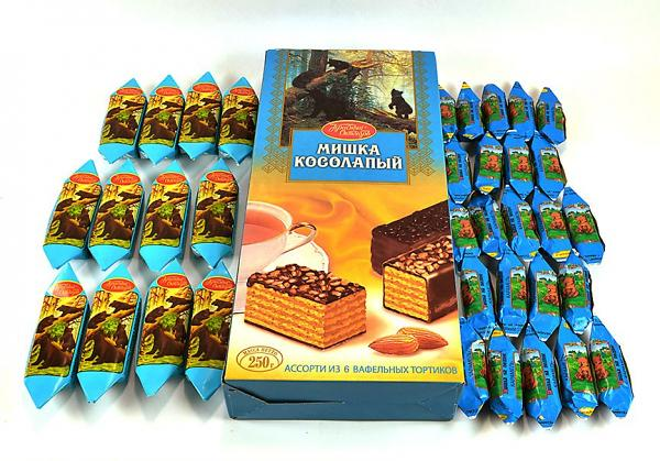 """Clumsy Bear/ Mishka Kosolapy"" Set of Wafer Cake and Assorted Chocolate Candy"