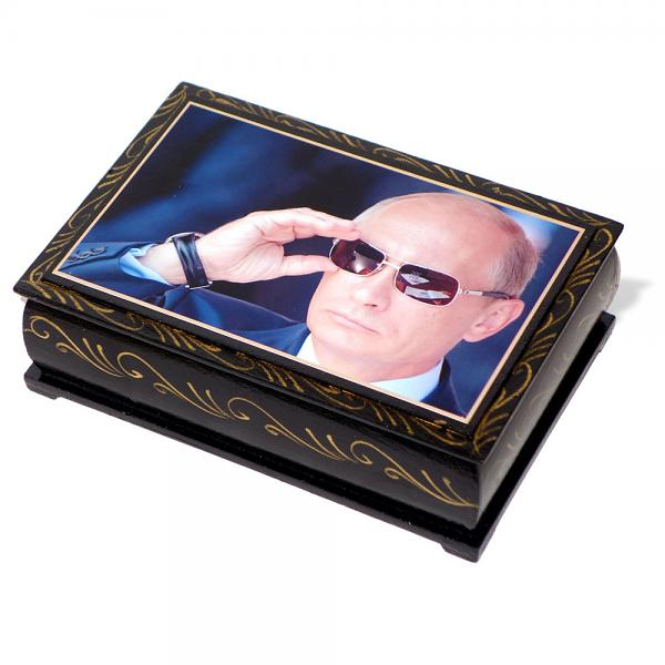 "Assorted Chocolate Candy in a lacquer box ""Putin"", KREMLINA, 300 g"